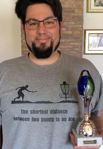 Der stolze Gewinner des Oster-Acerace im Rüsselsheimer Ostpark: Daniel Klein vonBonnsai-Frisbeesport Bonn.