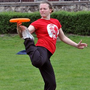 Ilka Simon, Freestylerin aus Köln, ist der NRW-Star in dieser Frisbeedisziplin.